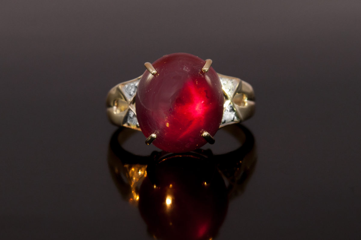 Gold ring with cabochon cut ruby
