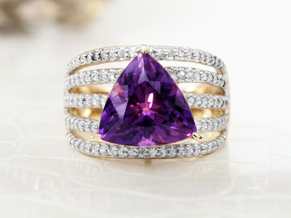 Goldring with amethyst